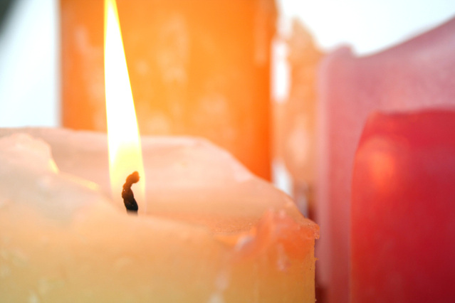 candles-1546620-639x426